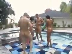 Смачная групповуха у бассейна
