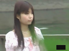 Japonskim krasotkam zagljadyvajut pod jubki