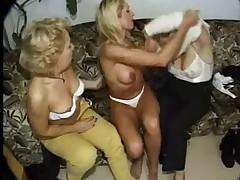 Старушки лесбиянки фистят друг дружку