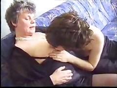 Любительское видео с зрелой дамой и молодым парнем