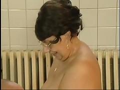Nemeckaja starushka s bol'shoj grud'ju