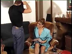 Francuzskaja zrelaja zhenwina obozhaet anal'nyj seks