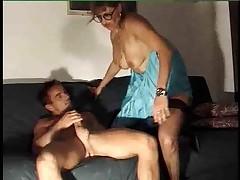 Французская зрелая женщина обожает анальный секс