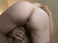 Выбритая дырка старухи хочет секса