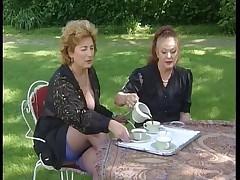 Зрелые француженки на вечеринке