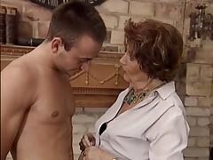 Немецкая старушка с молодым