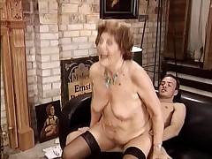 Nemeckaja starushka s molodym