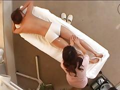Aziatka konchaet ot massazha