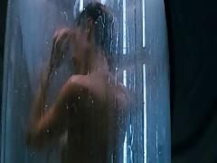 Кэри Эн Мосс красиво показывает свое тело
