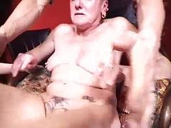 Fisting super gadkoj francuzskoj babki s pirsingom