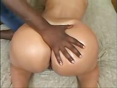 Brazil'skaja shljushka ljubit mezhrasovyj seks