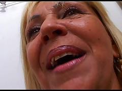 Зрелая бразильская блондинка с замечательной большой задницей