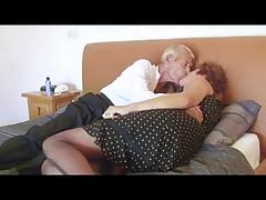 Бабушка в сетчатом белье трахает деда