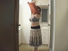 Японская мамочка принимает душ с другом сына
