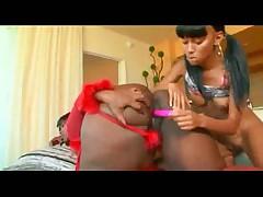 Две черные лесбиянки - толстушки и худышка