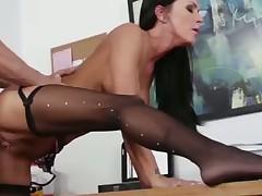 Красивая секретарша отдалась на работе