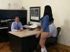 Жодит голой на работе