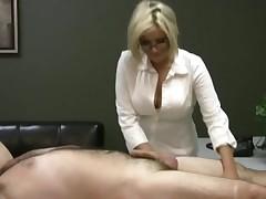 Блондинка с шикарной грудью