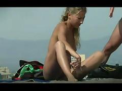 Шпионим на пляже
