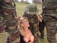 Вояки выебали тетку во все щели