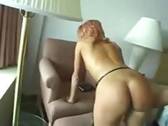 Длинноногая русская красавица в отеле