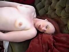 Рыжую ебет сексмашина