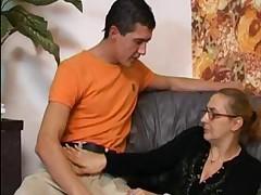 Бабушка в колготках в сеточку
