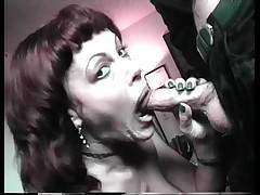 Babushka poglowaet spermu