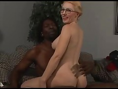 Бабуля трахается с черным членом
