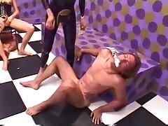Krasivye zhenskie nozhki v video s zhenskim dominirovaniem