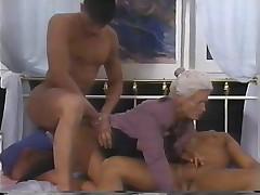 Винтажное видео с зрелой дамой
