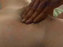 Orgazm Hitomi na seanse glubokogo massazha