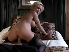 Delfina s bol'shimi sis'kami  vyebana v anal