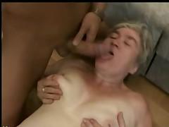 Бабушка трахается с молодым