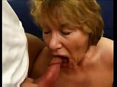 Zrelaja dama ljubit anal'nyj seks