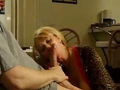 Мамашка сосет и трахается