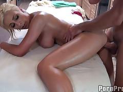 Сексуальный массаж для классной блондинки