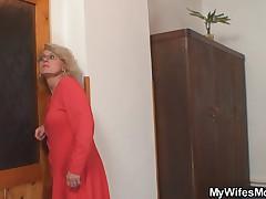 Жена находит мужа, трахающим ее старую мамашу