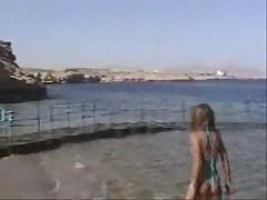 Горячая мамаша на пляже