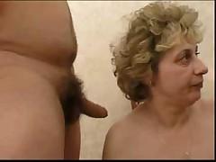 Russkaja babusja i poka mal'chik …