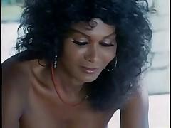 Красотка Тина Эклунд показывает прелести
