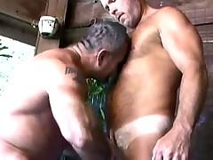 Взрослые мужики отсасывают друг у друга