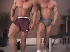 Два здоровяка