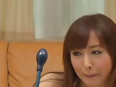 Японочка играет любимой игрушкой
