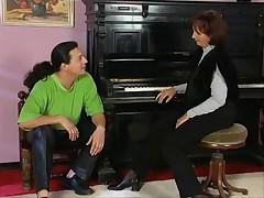 Prepodavatel'nica fortepiano soblaznila studenta