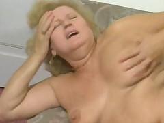 Nemeckaja babushka blondinka