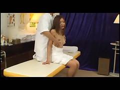 Japonskij massazh moloden'kimi nezhnymi rukami