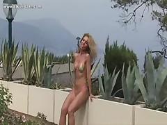 Gorjachaja mamasha na pljazhe