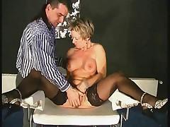 Zrelaja anal'naja prostitutka