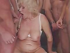Бабуля,  большой член  и кремовый пирог!!!
